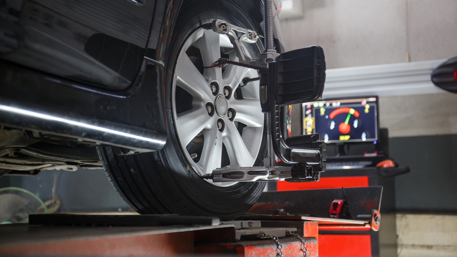wheel alignment with a computer